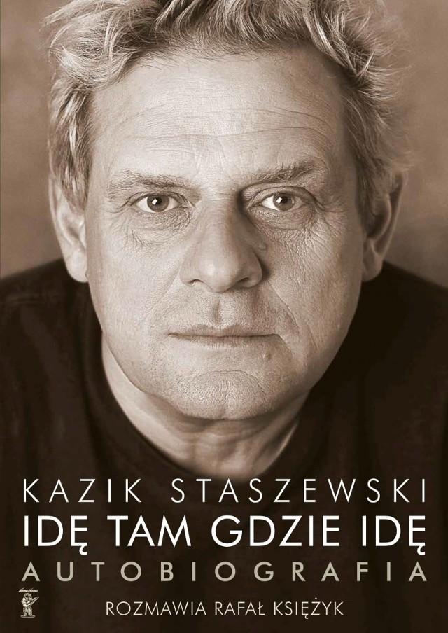 Konstruując rozmowę z liderem Kultu Rafał Ksieżyk zabiera czytelników w podróż nie tylko do PRL, ale także Londynu i Paryża lat 70., do Brazylii, USA , a nawet na Teneryfę.