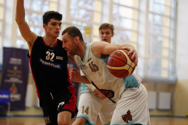 Jakub Dłoniak przez wiele lat grał w ekstraklasie. Teraz jest zawodnikiem zespołu Onlajnersi Kangoo Basket Gorzów.