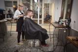 Salon fryzjerski i jego klienci pomogli Leosiowi