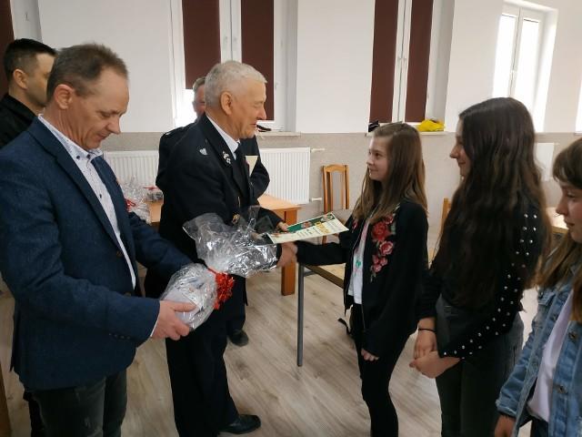 Wszyscy uczestnicy dostali pamiątkowe dyplomy i nagrody