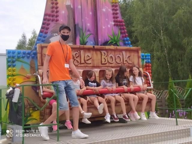 Jedną z z atrakcji był park rozrywki, czyli to co dzieci lubią najbardziej, a mianowicie: karuzele i dmuchane zjeżdżalnie.