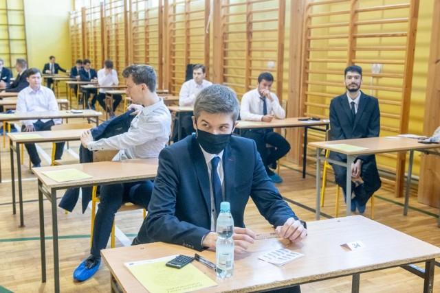 Matura Próbna 2021 z języka polskiego - w dalszej części znajdziesz arkusz, który będziemy uzupełniać o sugerowane odpowiedzi.