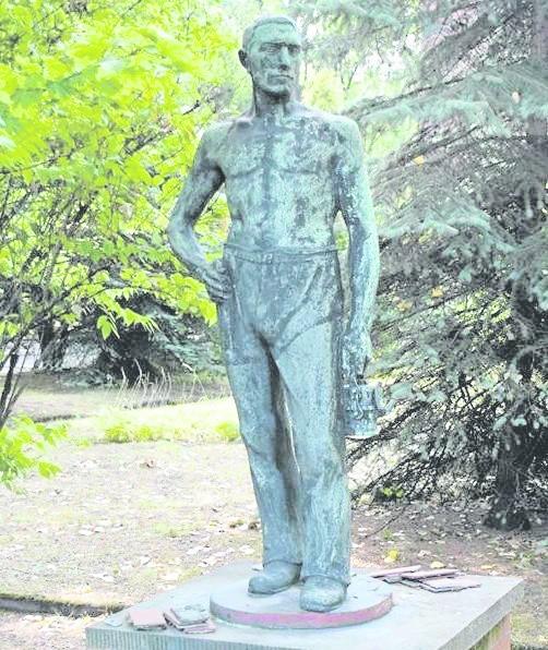 Rzeźba górnika ma wartość  historyczną, ale też symboliczną dla tradycji górniczej Bytomia. Czy padnie łupem złomiarzy?