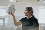 100 głów Piłsudskiego z porcelany! Niezwykłe rzeźby powstały w Ćmielowie (ZDJĘCIA)