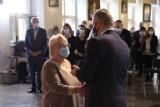 Medycy ze szpitali w Toruniu odznaczeni za walkę z pandemią!