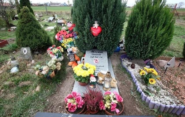 Na cmentarzu przy ul. Malowniczej co miesiąc przybywa kilka grobów.