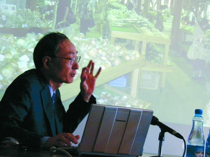 Wykładający na tokijskim uniwersytecie prof. Wada pokazywał wczoraj jak taki pomsył sprawdził się w miasteczku Kawaba.