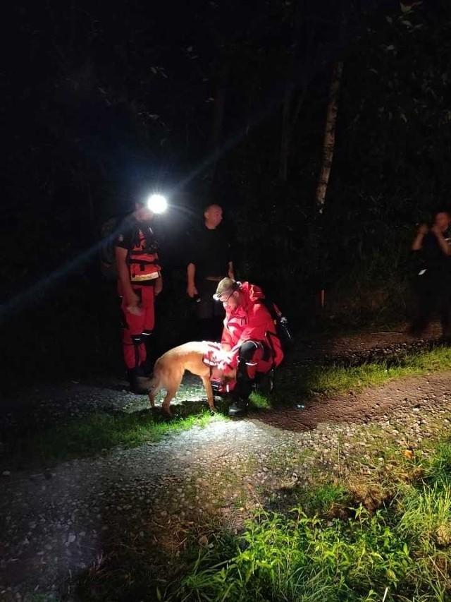 Odnalezienie zaginionego tym razem zajęło ratownikom zaledwie 50 minut. W akcji wzięło udział 9 osób i 4 psy.
