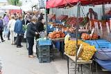 Ceny owoców i warzyw w piątek na kieleckich bazarach. Tanieją truskawki! [ZDJĘCIA]