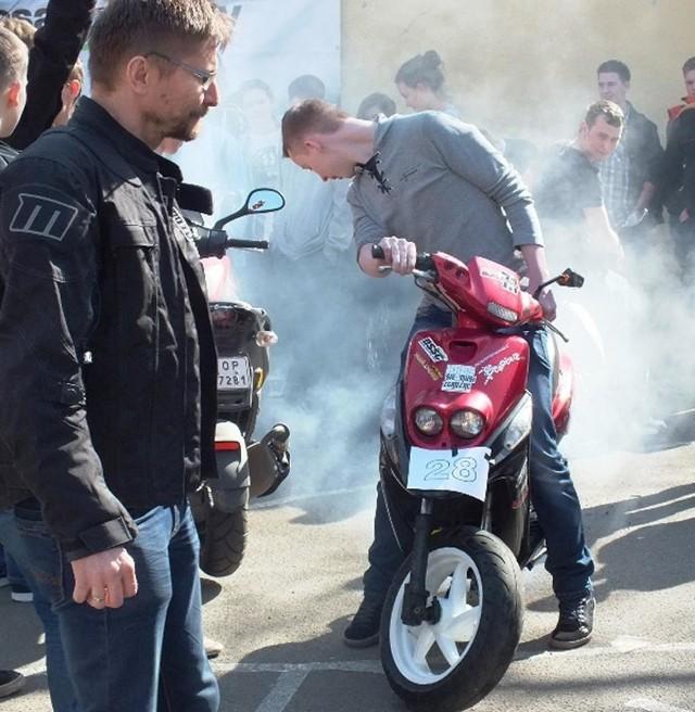 Wczoraj w Zespole Szkół Mechanicznych w Opolu policjanci zorganizowali dla motocyklistów i motorowerzystów festyn, na którym propagowali też zasady bezpiecznej jazdy.