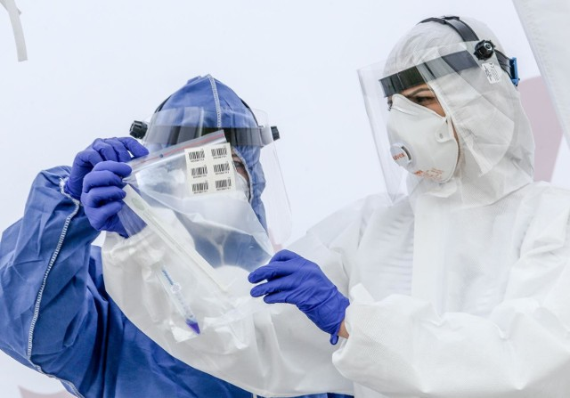 Już nie tylko mutacja brytyjska stanowi zagrożenie. W świat coraz mocniej uderza brazylijski wariant koronawirusa, który jak oceniają naukowcy już latem może wywołać czwartą falę pandemii