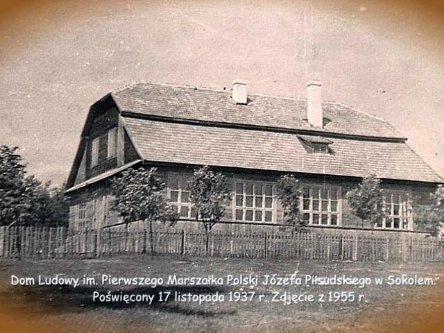 Dom Ludowy we wsi Sokole został wybudowany przed drugą wojną światową.