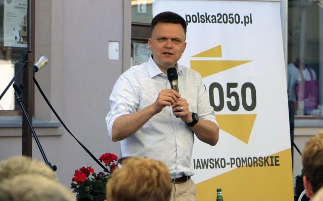 Szymon Hołownia ze swoimi sympatykami spotkał się w letnim ogródku  restauracji Loft na Rynku głównym w Grudziądzu