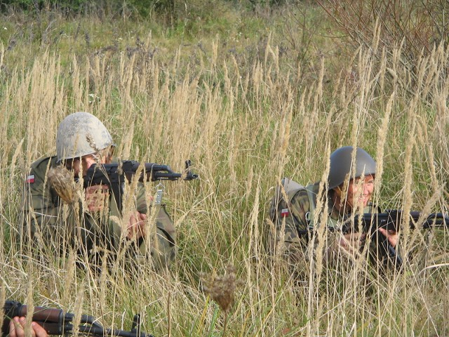 Archiwalne zdjęcie poligonowych ćwiczeń Narodowych Sił Rezerwowych.