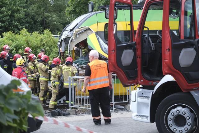 Wypadek tramwajów w Poznaniu. Kilkadziesiąt osób rannych.Zobacz więcej zdjęć --->
