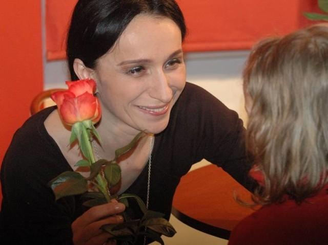 """Renata Przemyk urodziła się w 1966 r. w Bielsku-Białej. Zaczęła śpiewać jako nastolatka z lokalnymi kapelami rockowymi. Pierwszą płytę """"Ya Hozna"""" wydała w 1989 r. W ub. roku w drugiej edycji Pam London Awards została uznana za najlepszą polską wokalistkę, nagrodzono ją także za piosenkę roku i za najlepszy album roku w kategorii alternative. Utwór """"Odjazd"""" zdobył pierwsze miejsce na Liście Przebojów radiowej """"Trójki"""". W lutym dała koncert w Polkowicach."""