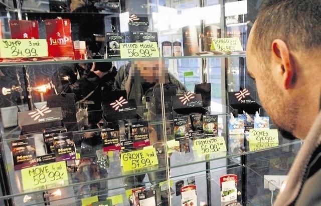 Problem z dopalaczami jest od końca 2010 roku. Mimo szumnych zapowiedzi rządu zapowiadających walkę z nielegalnymi substancjami i upływu prawie czterech lat niewiele się zmieniło