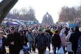 Cmentarz na Majdanku w dzień Wszystkich Świętych. Korki, policja, handel i zaduma. Zobacz zdjęcia!