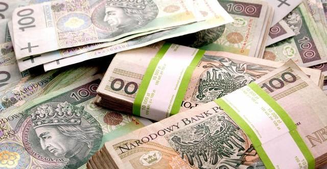 Zbliża się czas składania rocznych zeznań podatkowych. Podobnie jak w poprzednich latach każdy podatnik może wesprzeć jedną z wielu organizacji pożytku publicznego odpisem podatkowym w wysokości 1 procenta swojego podatku. Każdy może obdarować dowolną organizację zarejestrowaną w dowolnej miejscowości w Polsce, ale jak zwykle samorządowcy oraz lokalni społecznicy zachęcają do przekazywania pieniędzy lokalnym organizacjom.Na kolejnych slajdach zobacz organizacje zarejestrowane w powiecie grójeckim, które można wspierać darowizną.