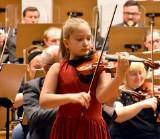 SZPROTAWA. 10-latka, która zakochała się w skrzypcach. Z wzajemnością