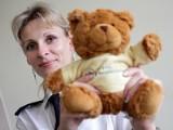 Policja: Miś-ratownik w radiowozie