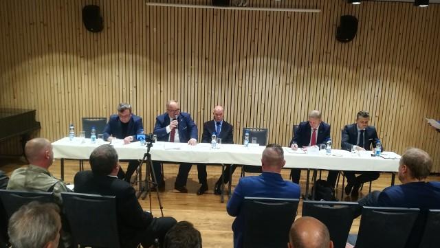 W debacie biorą udział wszyscy kandydaci z wyjątkiem Damiana Bartyli, obecnego prezydenta Bytomia oraz Andrzeja Panka (KWW Andrzeja Panka).