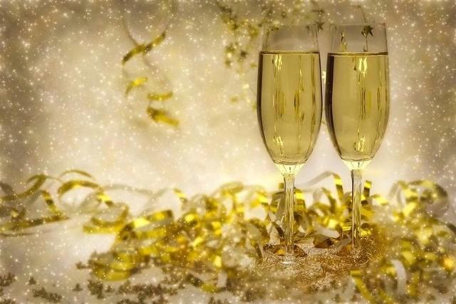 NAJLEPSZE ŻYCZENIA NA NOWY ROK tylko tutaj. Złóż noworoczne życzenia swoim bliskim. Nie wiesz jakie? Podpowiadamy! NOWOROCZNE ŻYCZENIA i NA SYLWESTRA. NOWE ŻYCZENIA SYLWESTROWE 2018.