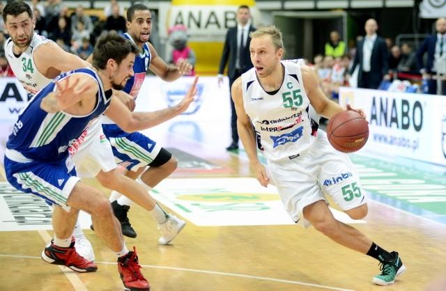 Z piłką Łukasz Koszarek