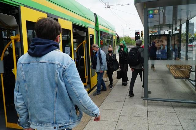 W ankiecie dotyczącej poczucia bezpieczeństwa pasażerów korzystających z komunikacji miejskiej w Poznaniu mieszkańcy odpowiadali, jakich groźnych zdarzeń byli świadkiem lub ofiarą.Przejdź dalej i sprawdź --->