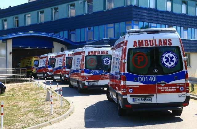 Karetki dowożące pacjentów na SOR przy Borowskiej utknęły w dużym zatorze
