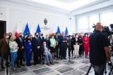 """Oświadczenie 51 senatorów opozycji ws. obecności Polski w Unii Europejskiej. """"Członkostwo Polski w UE to polska racja stanu"""""""
