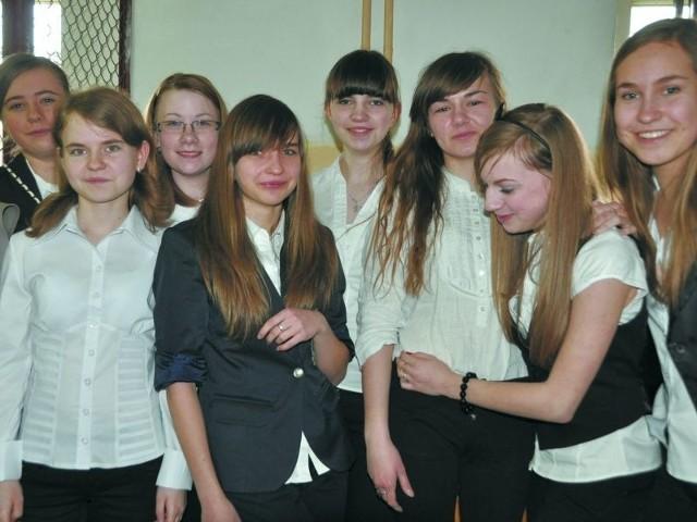 Dziewczęta z III b Gimnazjum nr 2 w Bielsku Podlaskim są zadowolone z tego, jak poszedł im egzamin. Jednak podkreślają, że nie należał do najłatwiejszych.