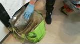 Zabrze: miał 2,5 kg marihuany, 5 kg amfetaminy i karabin maszynowy. Został zatrzymany WIDEO + ZDJĘCIA