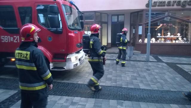 Na Sobieskiego wysłano trzy wozy strażackie