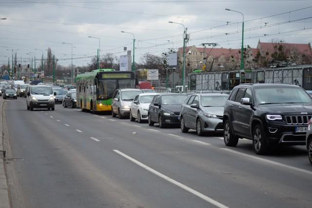 """Zmiana lokalizacji przystanków """"Most Dworcowy""""."""