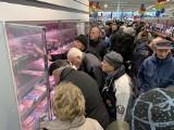 Nowy Lidl na Antoniuku Fabrycznym otwarty. Koronawirus nie powstrzymał tłumów. Znika papier toaletowy, mięso i szlifierki (zdjęcia)