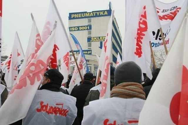 """Będzie kolejny protest w obronie pracowników Centrum Produkcyjnego Pneumatyki """"Prema"""" w KielcachPoniedziałkowy protest przed Premą w Kielcach."""