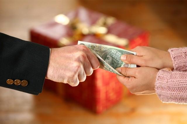 Czy wiemy na pewno, jak bezpiecznie pożyczyć pieniądze, by kredyt nie stał się zbytnim obciążeniem dla naszego budżetu domowego i jak wybrać najlepszą ofertę, żeby nie żałować?