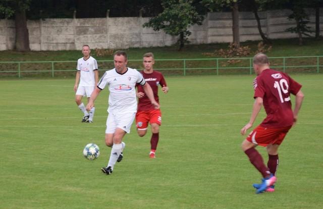Za nami już wszystkie spotkania 26. kolejki BS Leśnica 4 Ligi Opolskiej. Prezentujemy zatem raporty meczowe ze strzelami goli na czele, a także wypowiedzi przedstawicieli poszczególnych klubów, a także ciekawostki. Zapraszamy.