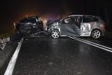 Śmiertelny wypadek w Radomiu. Po czołowym zderzeniu na ulicy Kozienickiej zmarł 22-letni mężczyzna. To druga ofiara (zdjęcia)