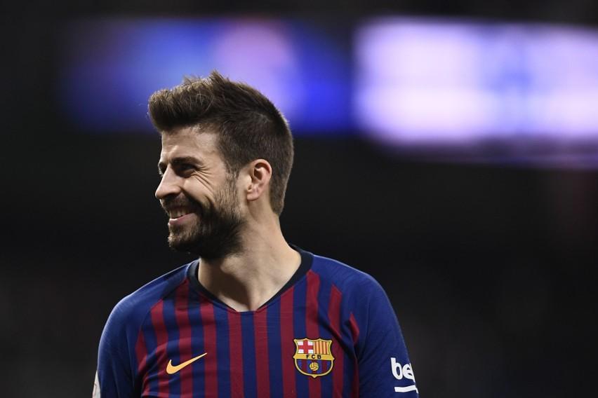 Hiszpański obrońca Barcelony od niespełna roku jest właścicielem klubu piłkarskiego FC Andorra. W minionym sezonie drużyna awansowała do czwartej klasy rozgrywkowej w Hiszpanii. Okazuje się jednak, że zagra o jeden poziom wyżej. Wszystko z powodu bankructwa jednego z trzecioligowych zespołów. Pique zapłacił 452 tysiące euro, wykupując wolne miejsce. To pierwszy taki przypadek w historii hiszpańskiej piłki, kiedy klub zalicza dwa awanse w rok. Od niedawna 32-latek ma także udziały w Gimnastic Manresa.