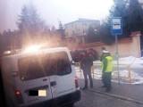 Raginisa: Wypadek. Policjant rozbił mazdę i potrącił pieszych. Świadkowie: był pijany (zdjęcia)