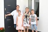 Ekipa Nasz nowy dom była koło Pajęczna! Katarzyna Dowbor pomogła rodzinie z Siedlec 30.09.2021