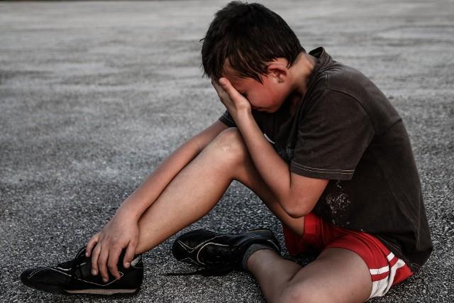 Tragedia w Głownie. W piaskownicy 10-latek pociął nożem twarz 5-latkowi (ZDJĘCIE ILUSTRACYJNE)