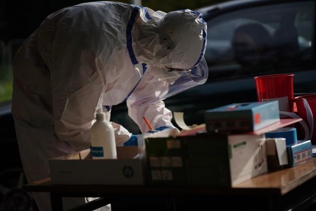 Szef resortu zdrowia zapowiedział, że będą one wykonywane testami antygenowymi.