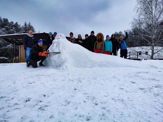 """Zakończył się Śnieżny Festiwal Figur zorganizowany przez Powiatowe Centrum Kulturalno-Rekreacyjne we Włoszczowie. Uczestnicy wykonywali śnieżne rzeźby, po czym robili im zdjęcia i wysyłali do Powiatowego Centrum Kulturalno-Rekreacyjnego.- """"Dziękujemy za nadesłane foto. Mamy nadzieję, że zabawa """"z białym puchem"""", była dla Was fajną odskocznią od codzienności"""" - napisali organizatorzy.Prezentujemy najciekawsze śnieżne rzeźbyWIĘCEJ NA NASTĘPNYCH SLAJDACH >>>>>>>>>>"""