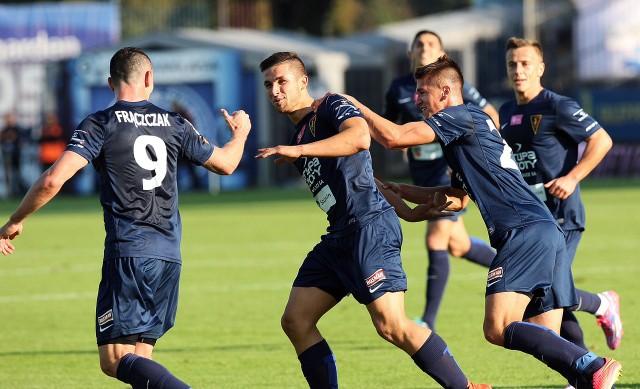 Adam Frączczak (z lewej) może zastąpić Łukasza Zwolińskiego (w środku, zaraz obok Frączczaka) w meczu z Legią.