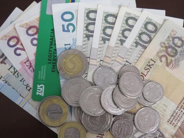 Trzynasta i czternasta emerytura. ZUS przygotowuje się do wypłaty dodatkowych emerytur.
