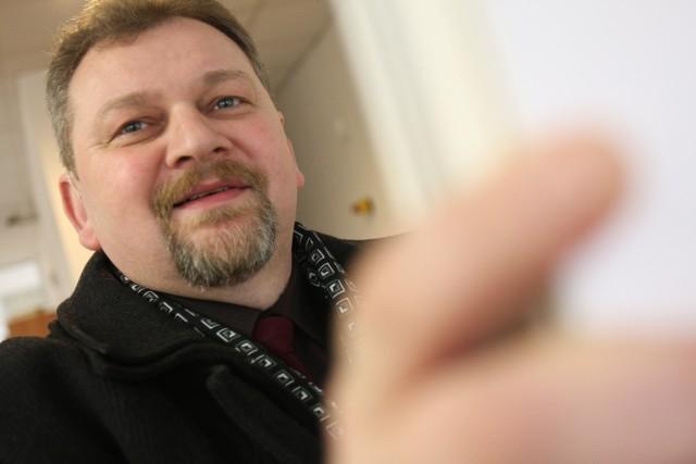 Mówi się, że ludzie po czterdziestce już się do nauki nie nadają – uśmiecha się Jerzy Molewicz. – A to nieprawda.