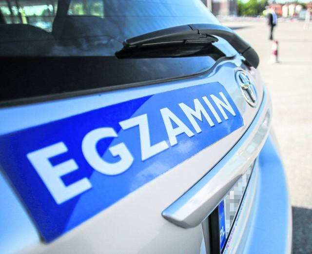 Pozytywny wynik egzaminu na prawo jazdy zapewniały łapówki. Zainteresowani płacili od 1,5 do 4,5 tysiąca złotych